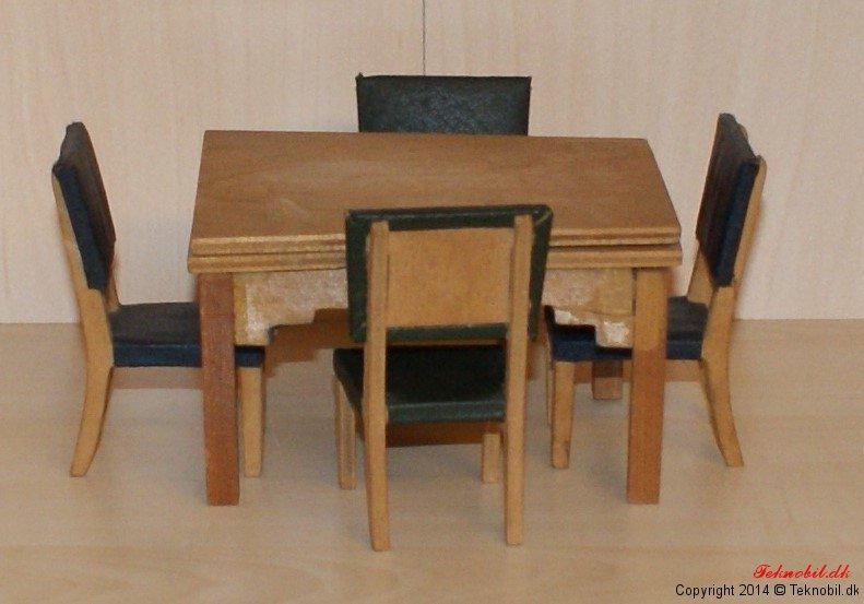 Spisebord med stole Tekno no. 621/622