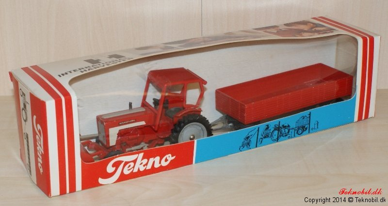 International Harvester med vogn Tekno no. 465/452U