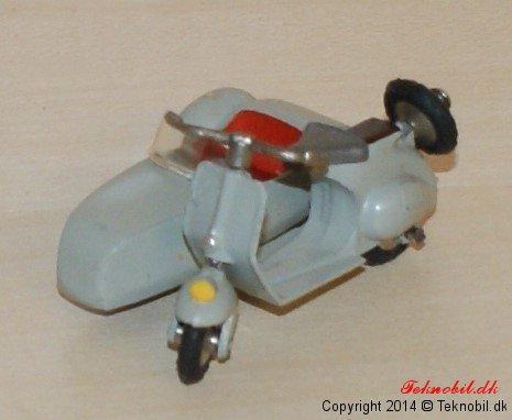 Vespa Scooter med sidevogn Tekno no. 443